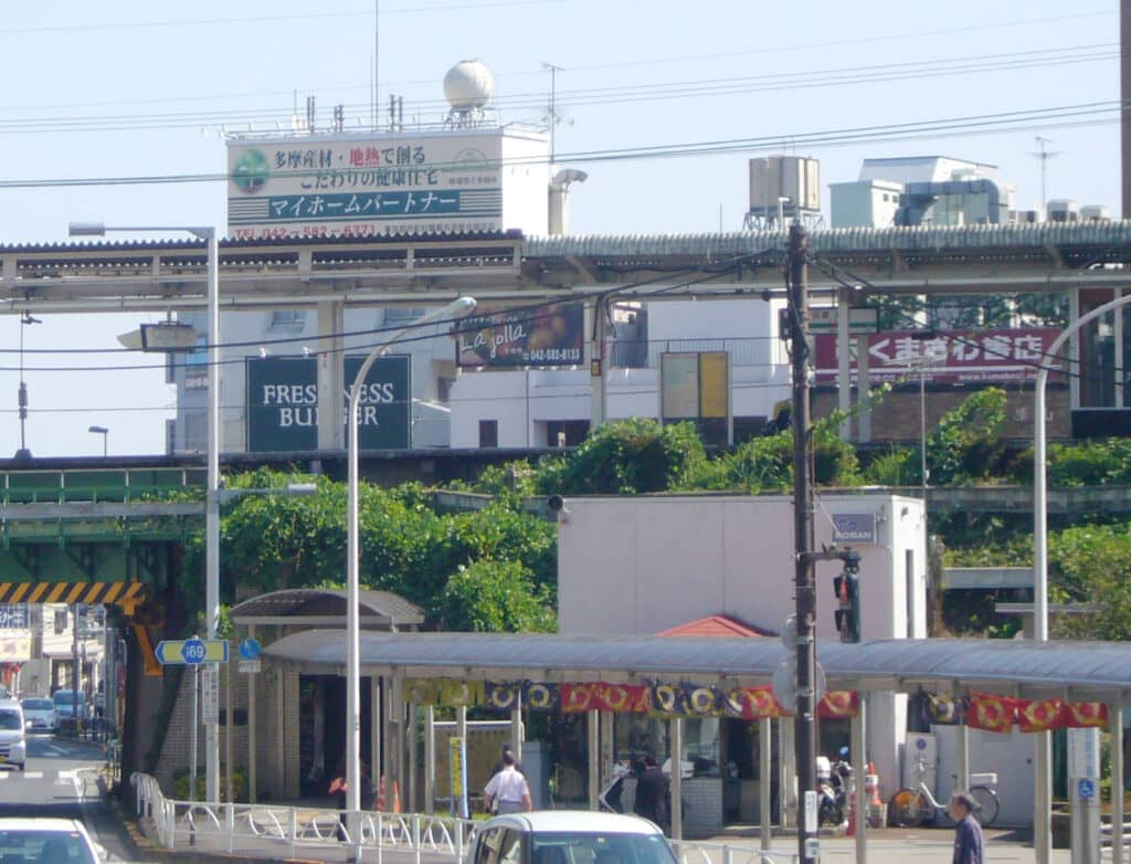 日野駅前看板
